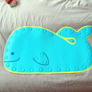 EUC SkipHop Whale 🐳 Bathmat